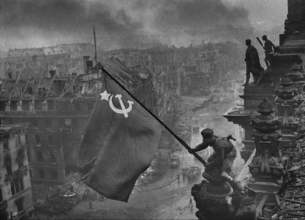 9maya-den-pobedy-flag-nad.jpg